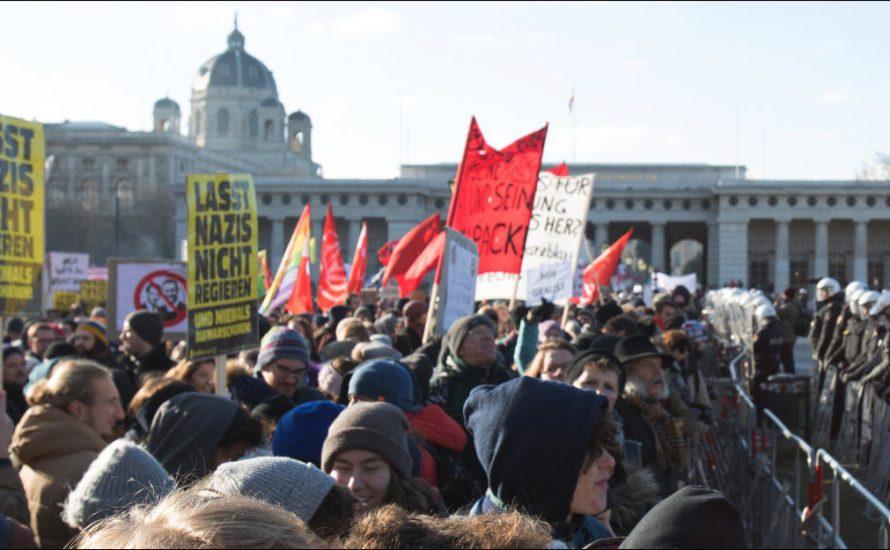 70.000 auf den Straßen gegen Österreichs neue Regierung