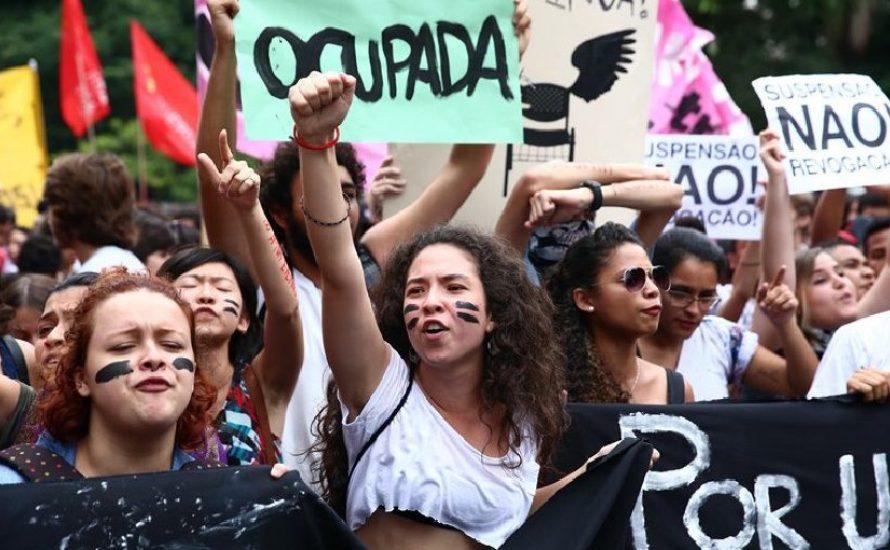 Bücher und Barrikaden: Revolte in den Schulen von Brasilien