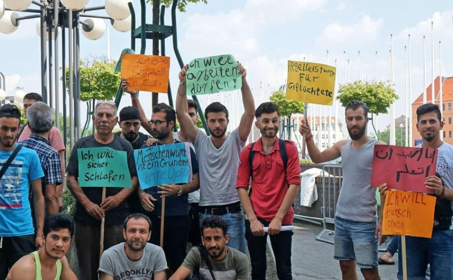 Protestieren lohnt sich: Nach einer Woche im Protestcamp bekommen Refugees eine Unterkunft