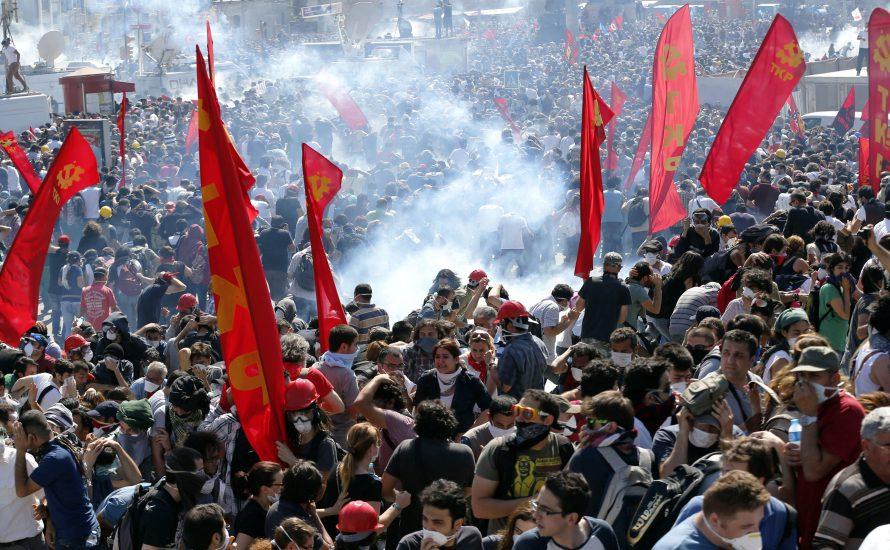 Türkiye'deki İsyanlar Yol Ayrımında