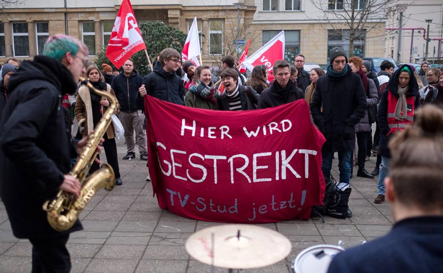 Arbeiter*innen zeigen Solidarität mit TV-Stud-Streiks