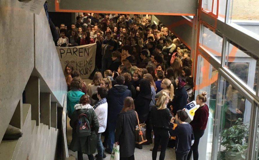Schluss mit sparen: Schweizer Kantonschule besetzt