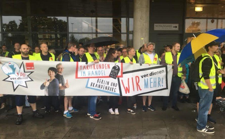 Streik und Demonstration bei IKEA