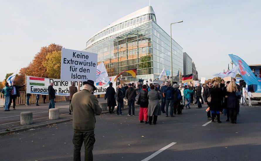 AfD kriegt in Berlin nur ein Häuflein mobilisiert