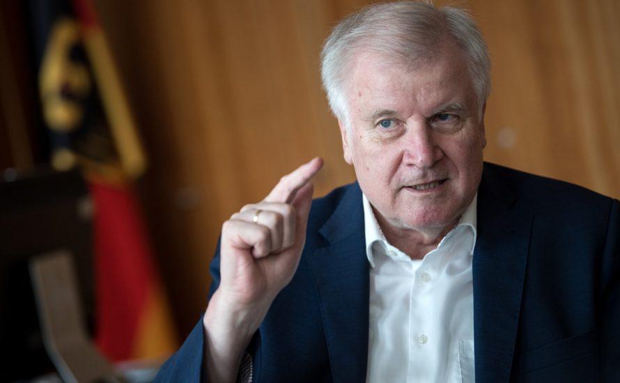 Seehofer hetzt AfD-Style – und beweist die Rolle der Regierung im Erstarken des Faschismus