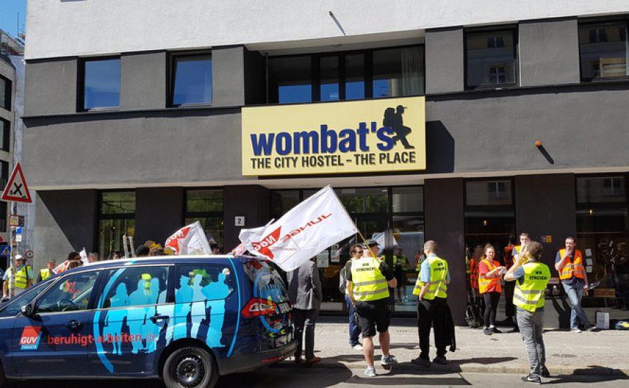 Protestkundgebung gegen die Ausgliederung des Reinigungsteams im wombat's Hostel Berlin
